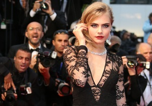 H&M отказался сотрудничать с Карой Делевинь после скандала с белым порошком