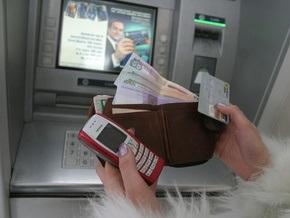 Население массово объявляет дефолты по карточным кредитам - газета