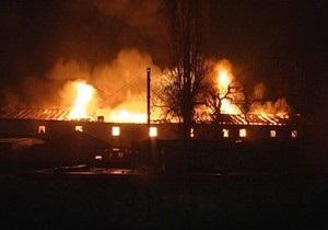 В Киеве на Левом берегу произошел крупный пожар в двухэтажном здании