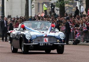 Принц Уильям отвез жену во дворец Сент-Джеймс на позаимствованном у отца автомобиле