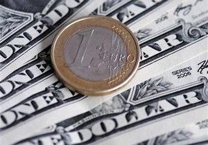Доллар снижается на межбанке накануне крупного погашения Украиной долгов