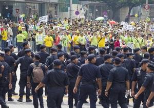 В столице Малайзии полиция применила слезоточивый газ для разгона протестующих