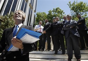 Греция объявила о завершении обмена гособлигаций на более чем 177 млрд евро