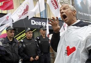 Участники акции в поддержку Тимошенко требуют от Януковича уволить Грищенко
