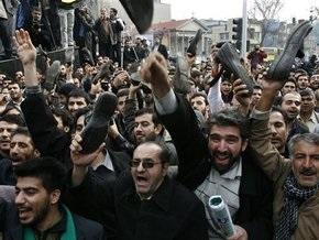 В Иране пройдут соревнования по метанию обуви в Буша