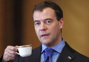 Студенты университета Шевченко продадут чашку Медведева на интернет-аукционе