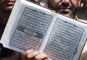 В Британии лидер крайне правой партии арестован за сожжение Корана в своем гараже