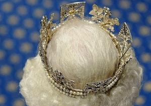 Трех украинцев наградили Медалями Бриллиантового юбилея королевы Елизаветы II