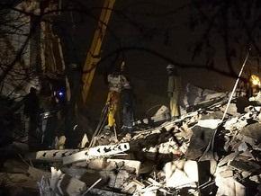 Спасатели вручную разбирают завалы на месте взрыва в Евпатории
