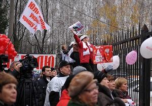 Тимошенко помахала из окна больницы платком