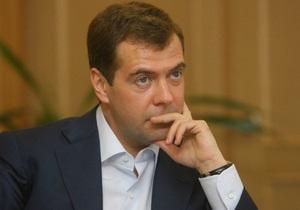 Опрос: россияне поставили тройку правительству Медведева