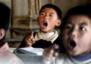 В КНР разъяренный водитель въехал в толпу школьников