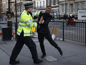 Британская полиция задерживает белых людей ради баланса в статистике