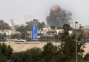 В районе резиденции Каддафи в Триполи прогремели несколько взрывов