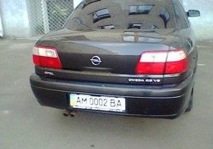 Житомирский губернатор и его замы поставили на служебные авто особые номера