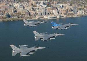 ВВС США подняли в небо два истребителя из-за начинающего пилота