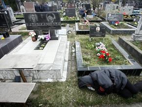 В Киевской области чиновник попался на взятке за место на кладбище