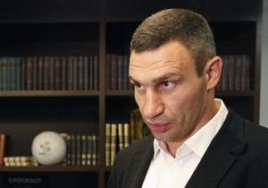 Кличко привез Луценко книги, но его не пустили