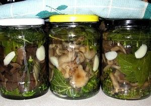 В Херсоне женщина отравилась консервированными грибами