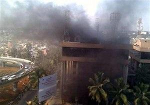 В Индии при пожаре в бизнес-центре погибли девять человек