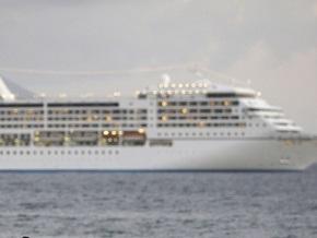 Круизный лайнер с тысячей туристов на борту ушел от сомалийских пиратов