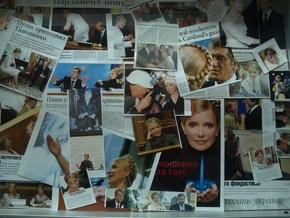 В Луцке экспонируют фотосессию Тимошенко и Януковича