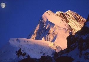 В горах Грузии два украинских альпиниста сорвались в пропасть