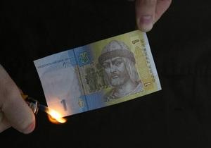 Goldman Sachs: Кабмин Азарова решится на девальвацию гривны, оптимальный вариант - 30%