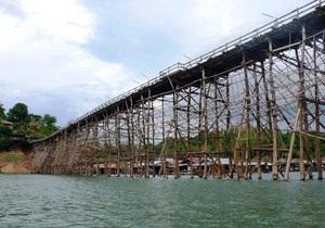 Таиланд - В Таиланде рухнул самый длинный в мире деревянный мост