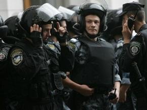 В Киеве участники акции против наркотиков громили аптеки и жгли трамадол