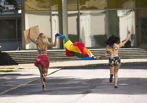 Активистки Femen атаковали посольство России в Стокгольме