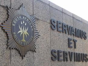 Белые южноафриканские полицейские заявляют о расовой дискриминации
