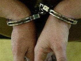 В Николаеве милиционера задержали при получении 100 тысяч гривен взятки