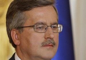 Коморовский высказал обеспокоенность взрывами в Украине в преддверии Евро-2012