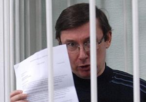 Прокурор по делу Луценко объяснил, почему потерпевший сбивался в показаниях