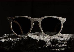 Американский бренд выпустил очки из камня