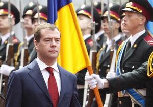 Медведев готов отстаивать интересы Киева в G-8 и G-20: Здесь мы в вашем распоряжении