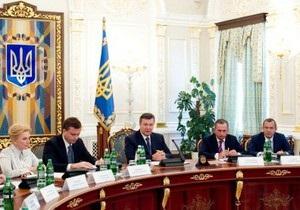 Янукович призвал срочно придать праздничный вид городам, принимающим Евро-2012