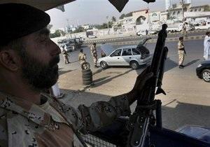 Жертвами политического противостояния в Пакистане стали 50 человек