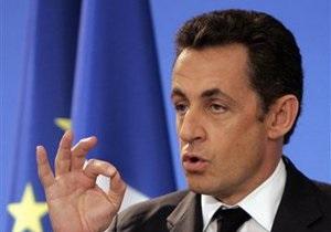 WikiLeaks: Самолет Саркози менял маршрут, чтобы президент не видел турецкий флаг на Эйфелевой башне