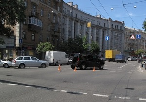 В ДТП с джипом Hummer в центре Киева пострадали жена и дети американского дипломата