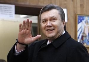 Янукович пообещал развивать театральное искусство
