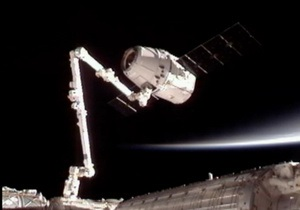 Грузовой космический корабль Дракон отсоединен от МКС