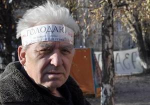 Янукович поручил Пшонке изучить обстоятельства смерти участника акции чернобыльцев в Донецке