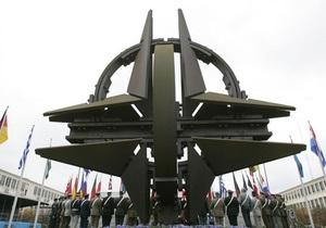 Янукович принимает участие в саммите НАТО в Чикаго