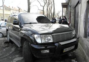 СМИ: В Одессе нетрезвый водитель джипа врезался в стихийный рынок, сбив человека