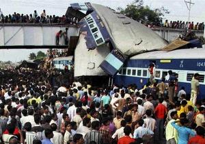 На месте железнодорожной катастрофы в Индии найден живым двухлетний ребенок