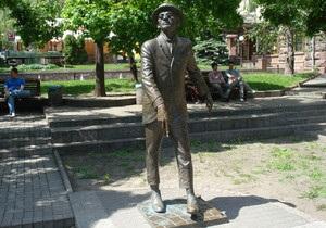 Памятнику Паниковскому в Киеве вернут трость