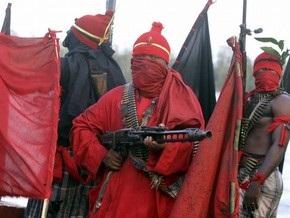 Нигерийские боевики взорвали два нефтепровода