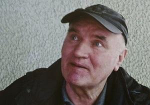 СМИ: В камеру Младича принесли клубнику и телевизор